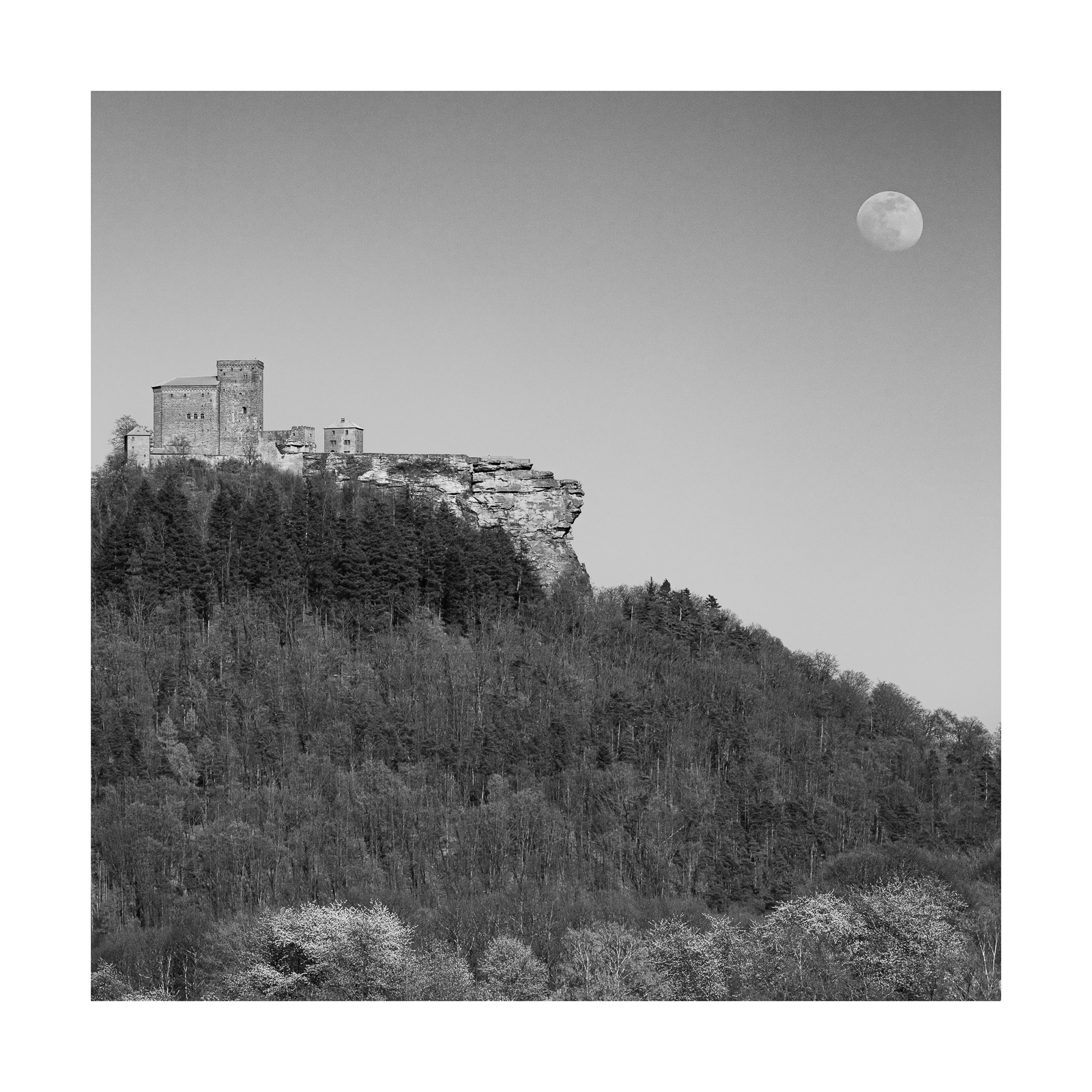 Mondaufgang über Trifels