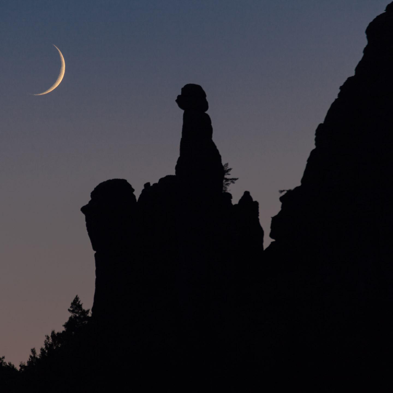 Moonset over Barbarine